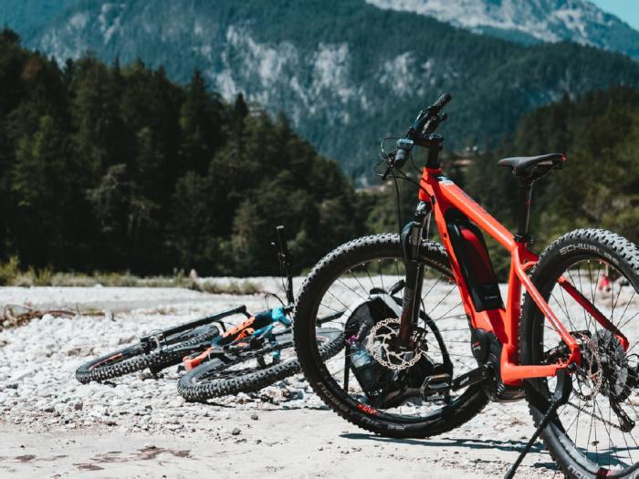 mountainbiking-river1x